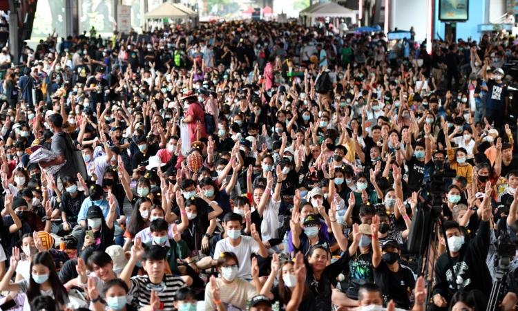 Đám đông tham gia cuộc biểu tình của nhóm Bad Student ở Bangkok, Thái Lan, hôm nay. Ảnh: AFP.