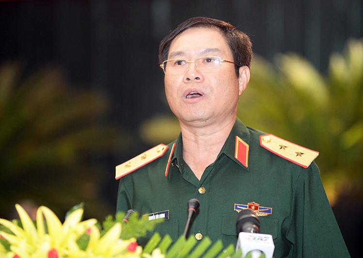 Thiếu tướng Nguyễn Tân Cương phát biểu tại hội thảo sáng nay. Ảnh: Trung Sơn.