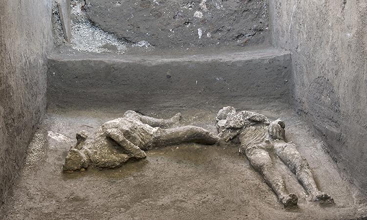 Hài cốt của hai người đàn ông trong vụ phun trào núi lửa Vesuvius trong thế kỷ thứ nhất. Ảnh: AFP.