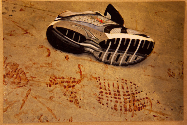 Dấu giày cỡ 14 tại hiện trường. Ảnh: Murderpedia.