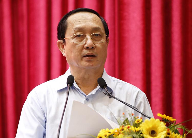 Bộ trưởng Khoa học - Công nghệ Huỳnh Thành Đạt trả lời cử tri chiều 23/11. Ảnh: Trung Sơn