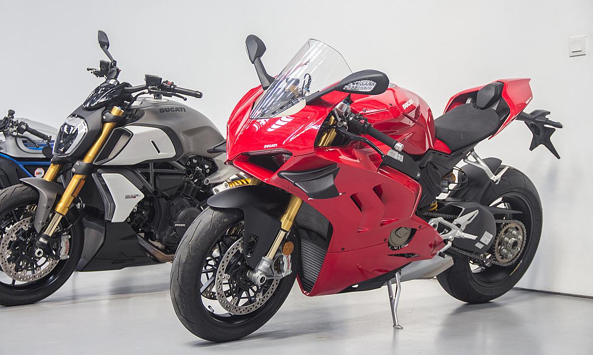 Ducati Panigale V4S 2020 tại showroom chính hãng ở Sài Gòn.
