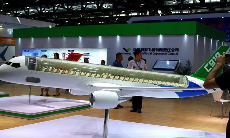 Mô hình máy bay C919 của COMAC tại triển lãm hàng không ở Bắc Kinh, Trung Quốc năm 2017. Ảnh: Reuters.