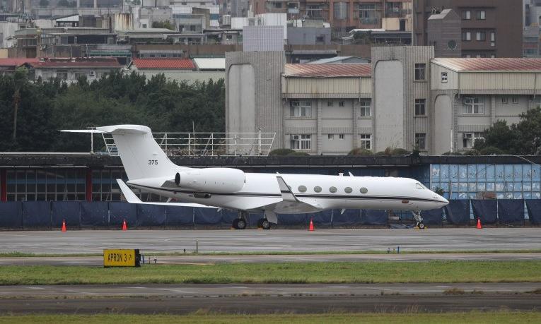 Máy bay của quân đội Mỹ tại sân bay Tùng Sơn, Đài Bắc, hôm 23/11. Ảnh: Taiwan News.