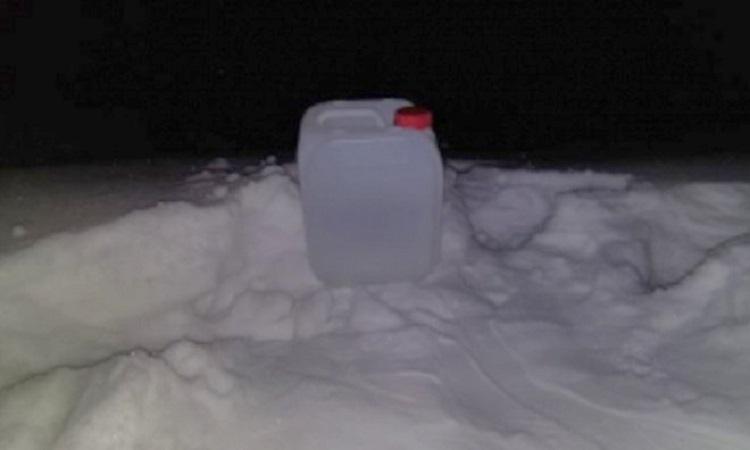 Can nhựa được giới chức tìm thấy tại hiện trường hôm 21/11. Ảnh: Sledcom.ru.