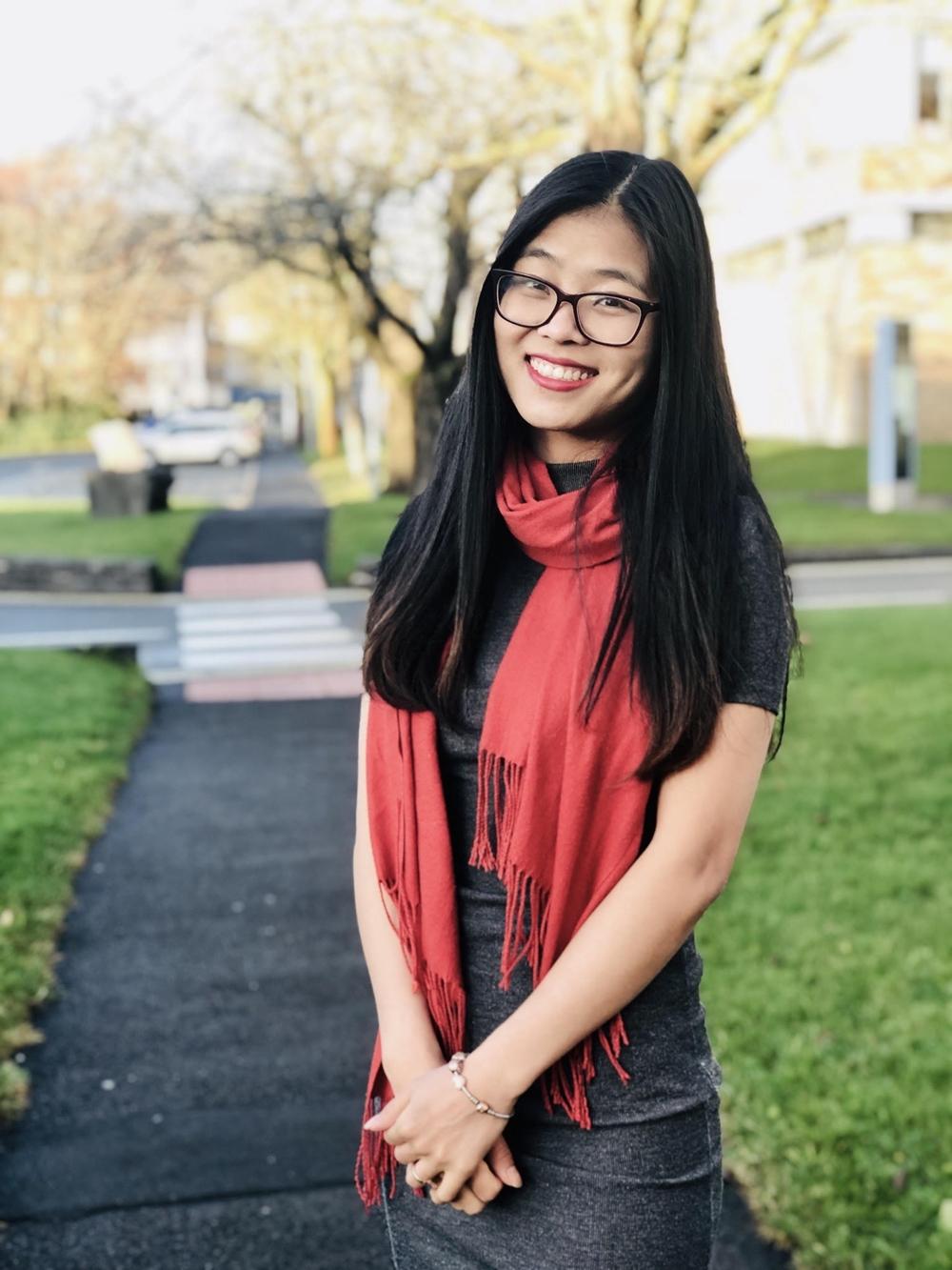 Chị Hoàng Ngọc Quỳnh tại Đại học Lancaster, Anh. Ảnh: Nhân vật cung cấp
