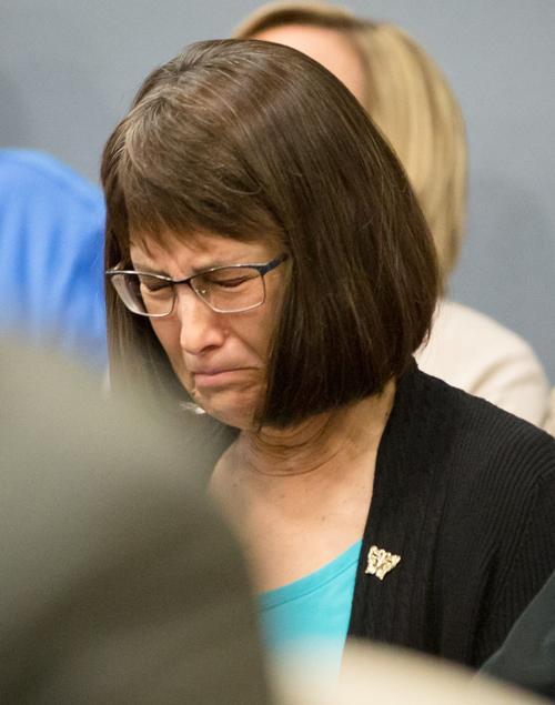 Nancy Farver, mẹ của Cari, không tin con gái mình cứ thế bỏ đi. Ảnh: Nonpareil Online