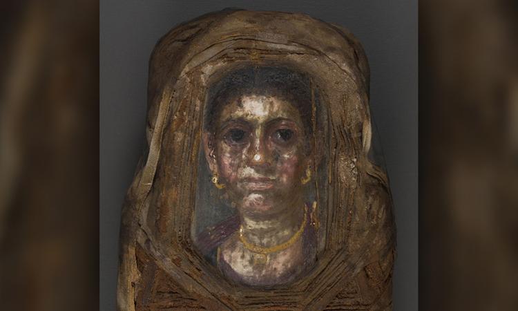 Chân dung phụ nữ trưởng thành ở mặt ngoài xác ướp Hawara Portrait Mummy No. 4. Ảnh: Stuart Stock.