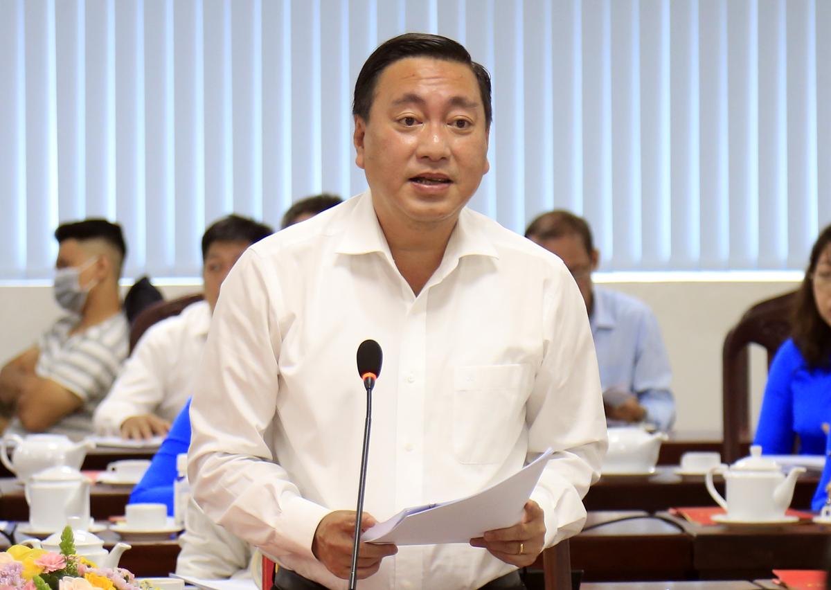 Ông Phạm Thành Kiên, Bí thư quận 3, tại buổi làm việc với Bí thư Thành ủy Nguyễn Văn Nên, sáng 26/11. Ảnh: Hữu Công.