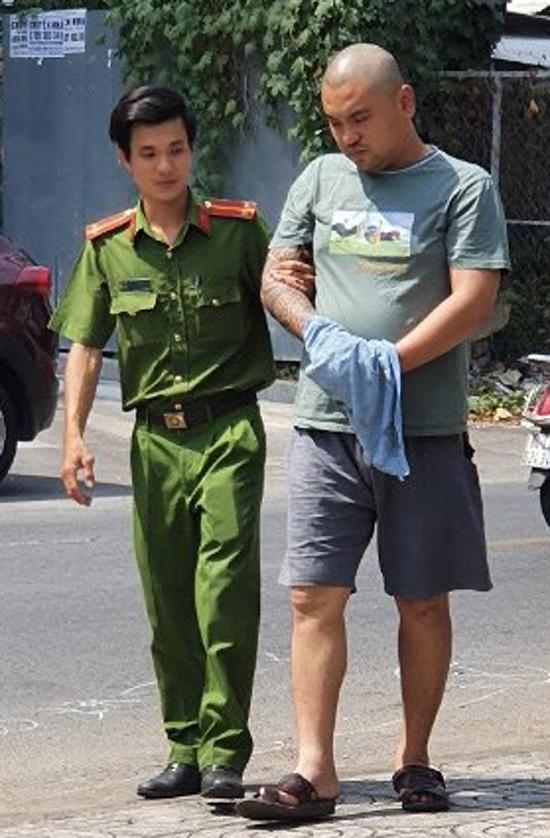 Phong được đưa đến thực nghiệm hiện trường.