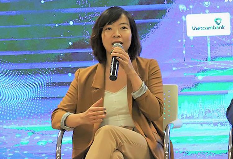 Chị Nicole Nguyễn, CEO của Hội Khoa học và chuyên gia Việt Nam toàn cầu AVSE Global, nói về những khoảng cách của nhà cố vấn và startup đổi mới sáng tạo. Ảnh: NX.