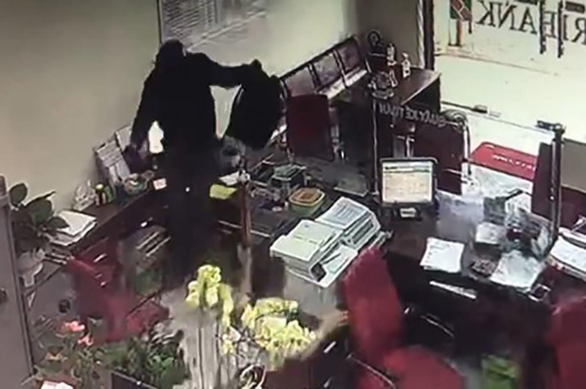 Camera an ninh ghi hình tên cướp.