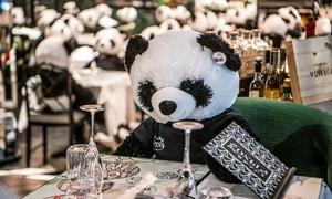 Dùng gấu bông phản đối lệnh phong tỏa