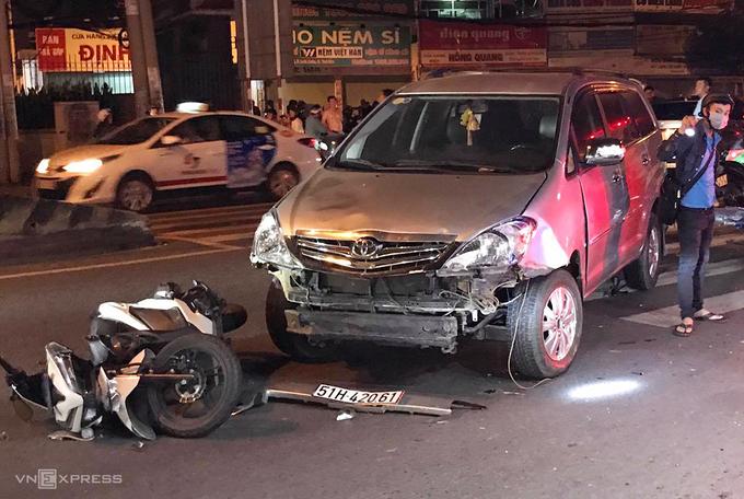 Vụ tai nạn giao thông xảy ra ở quận Thủ Đức, tối 19/11. Ảnh: Đình Văn.