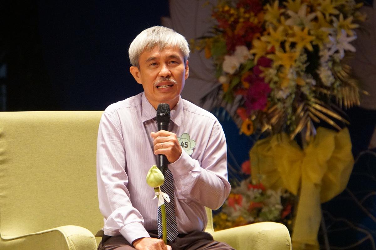 Thầy Phạm Đông Phương, giáo viên Vật lý trường THPT Nam Kỳ Khởi Nghĩa. Ảnh: Mạnh Tùng.