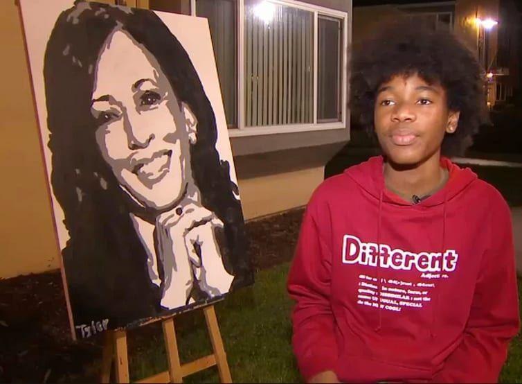 Tyler Gordon và chân dung tự vẽ Kamala Harris. Ảnh: Twitter/Tyler Gordon.