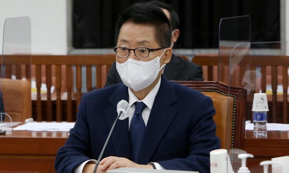 Giám đốc NIS Park Jie-won trong cuộc họp với các nghị sĩ hôm 27/11. Ảnh: Yonhap.