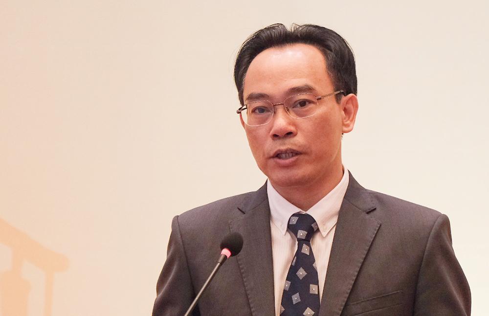 Thứ trưởng Giáo dục và Đào tạo Hoàng Minh Sơn chia sẻ tại hội thảo giáo dục sáng 27/11. Ảnh: Dương Tâm.