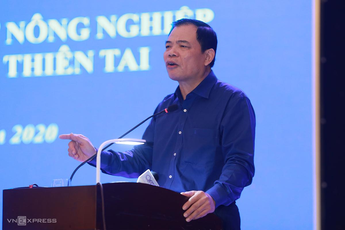 Bộ trưởng Nguyễn Xuân Cường nói tập trung vào nhóm giống ngắn ngày để người dân sớm có sinh kế trước tết Nguyên đán. Ảnh: Hoàng Táo
