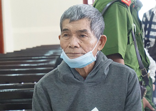 Bị cáo Nguyễn Phi Hùng tại tòa.