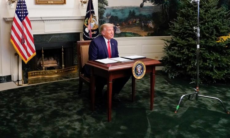 Tổng thống Mỹ Donald Trump trong cuộc họp trực tuyến từ Nhà Trắng tối 26/11. Ảnh: Reuters.