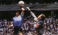 Một đời lừng lẫy và thị phi của cậu bé vàng Maradona