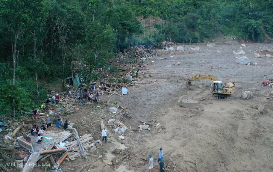 Hiện trường vụ sạt lở đất ở xã Trà Leng, Nam Trà My, Quảng Nam ngày 29/10. Ảnh: Ngọc Thành.