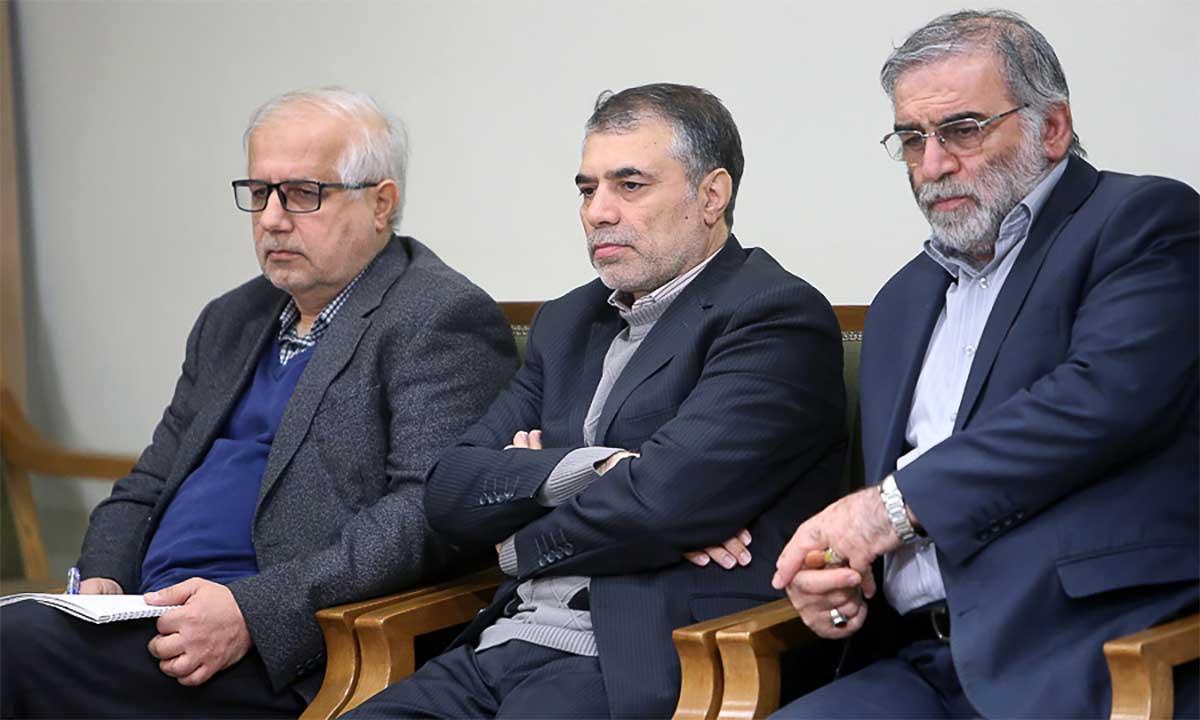 Mohsen Fakhrizadeh (ngoài cùng, bên phải) và các nhà khoa học Iran trong buổi gặp mặt với lãnh tụ Ali Khamenei, tháng 2/2019. Ảnh: Leader.ir.