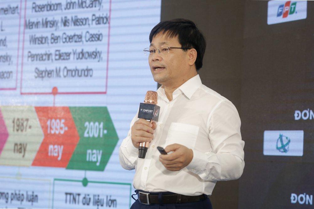 PGS Nguyễn Thanh Thủy trình bày tham luận. Ảnh: BTC.