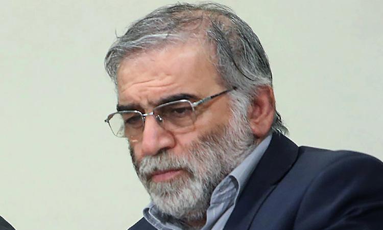 Nhà khoa học hạt nhân Iran Mohsen Fakhrizadeh trong cuộc gặp với lãnh tụ tối cao ở Tehran tháng 1/2019. Ảnh: AFP.