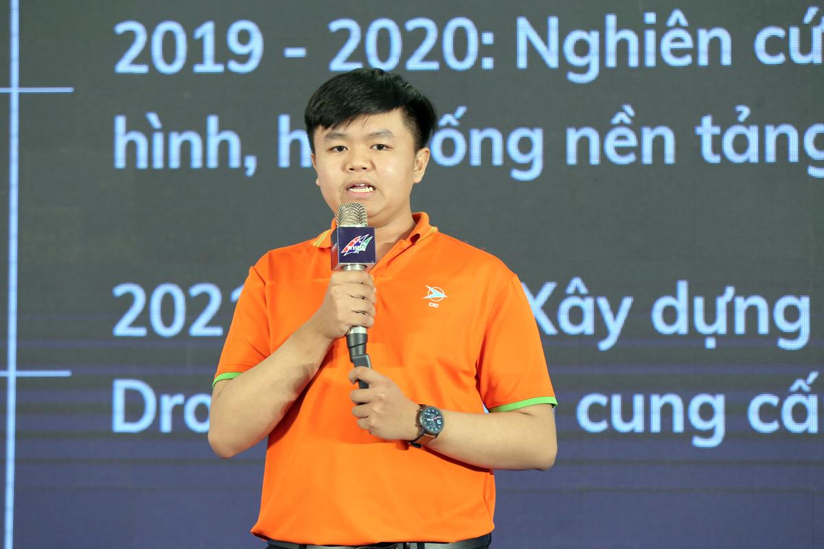 Thành viên dự án FuniMart trình bày ý tưởng và kêu gọi đầu tư tại tại chương trình gọi vốn đầu tư, chiều 28/11. Ảnh: BTC.