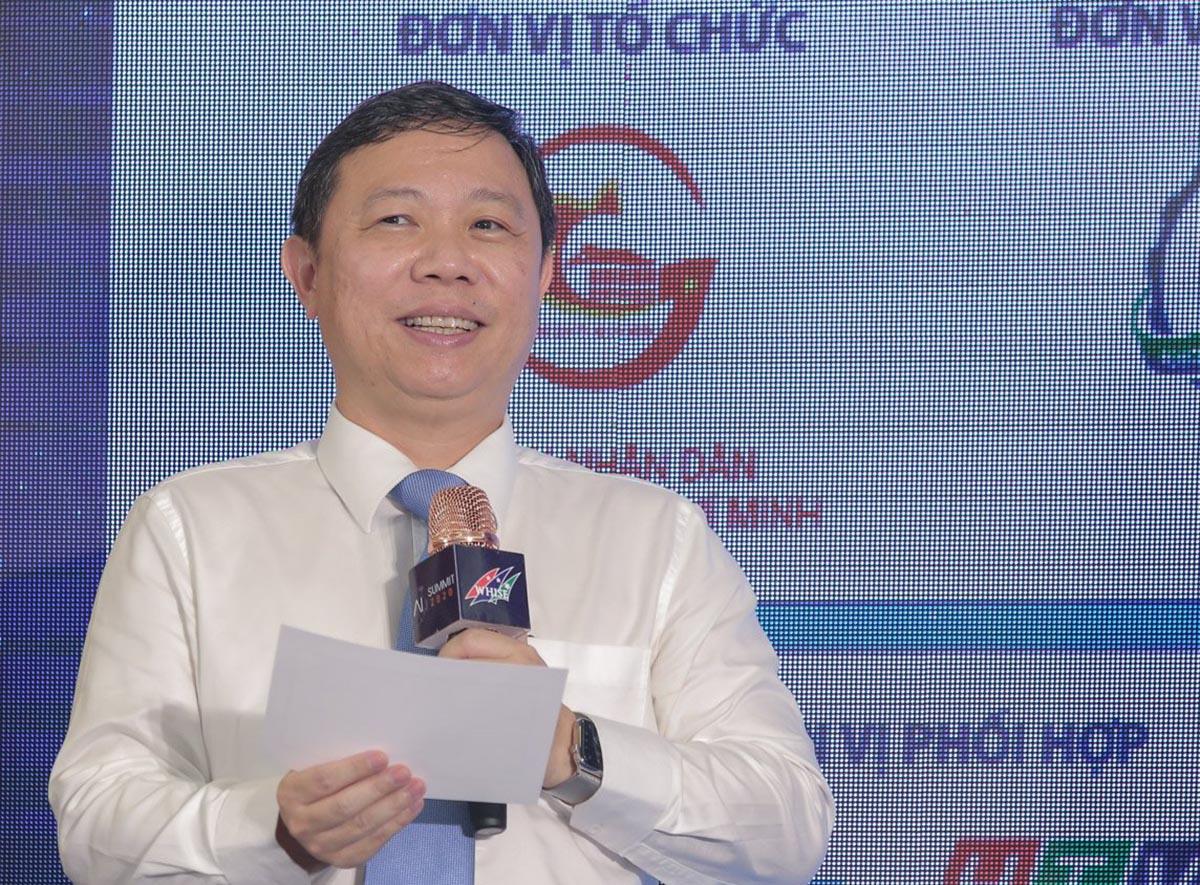 Ông Dương Anh Đức công bố đội thắng cuộc thi HAI 2020. Ảnh: BTC.