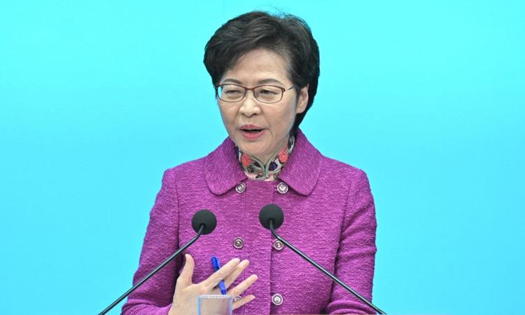 Trưởng đặc khu Hong Kong Carrie Lam tại cuộc họp báo hôm 25/11. Ảnh: AFP.
