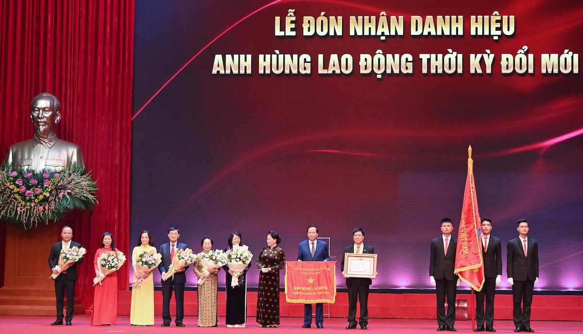 Quỹ Bảo trợ trẻ em Việt Nam được phong tặng danh hiệu Anh hùng lao động. Ảnh: Quỹ Bảo trợ trẻ em Việt Nam.