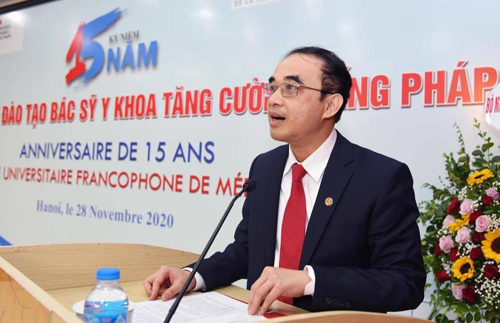 GS Nguyễn Hữu Tú phát biểu tại lễ kỷ niệm 15 năm chương trình đào tạo bác sĩ y khoa tăng cường bằng tiếng Pháp. Ảnh: HMU.