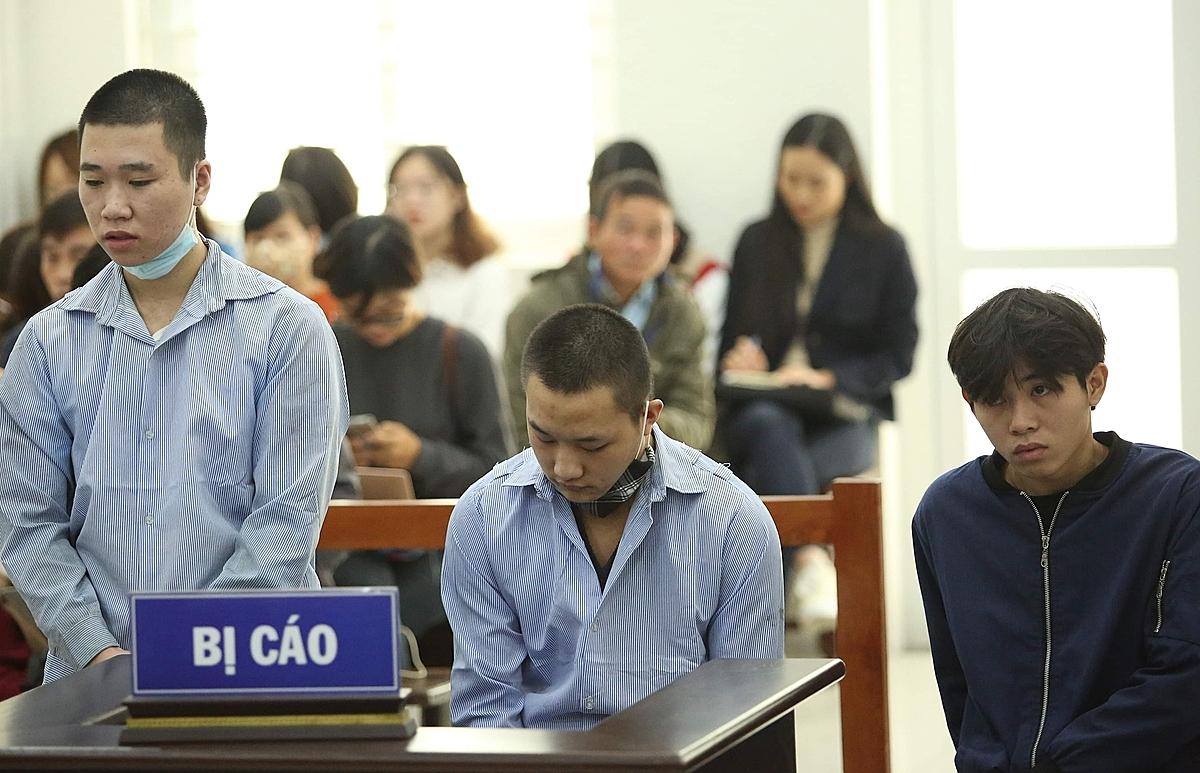 Từ trái qua: Vỹ, Diu và Sơn tại phiên toà ngày 30/11/. Ảnh: Thanh Danh