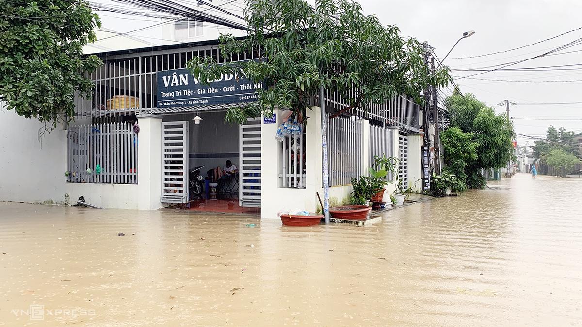 Khu vực xã Vĩnh Thạnh, TP Nha Trang, chìm trong nước lũ, ngày 30/11. Ảnh: Xuân Ngọc.