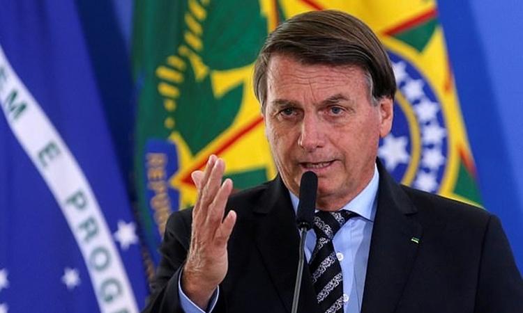 Tổng thống Brazil Jair Bolsonaro phát biểu tại Brasilia hôm 26/11. Ảnh: Reuters.