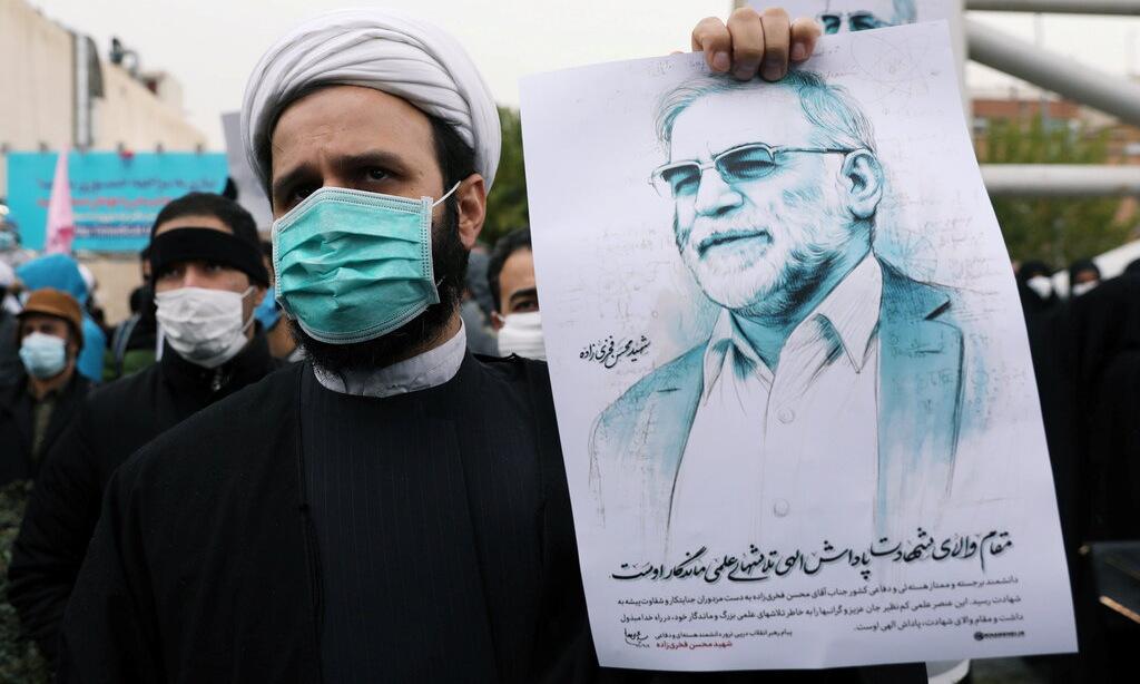 Người biểu tình phản đối vụ ám sát Fakhrizadeh tại thủ đô Tehran hôm 28/11. Ảnh: Reuters.