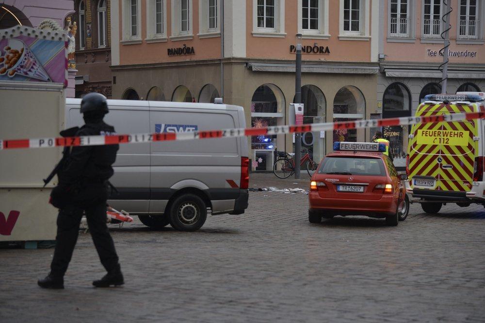Lao xe vào đám đông ở Đức, 5 người chết