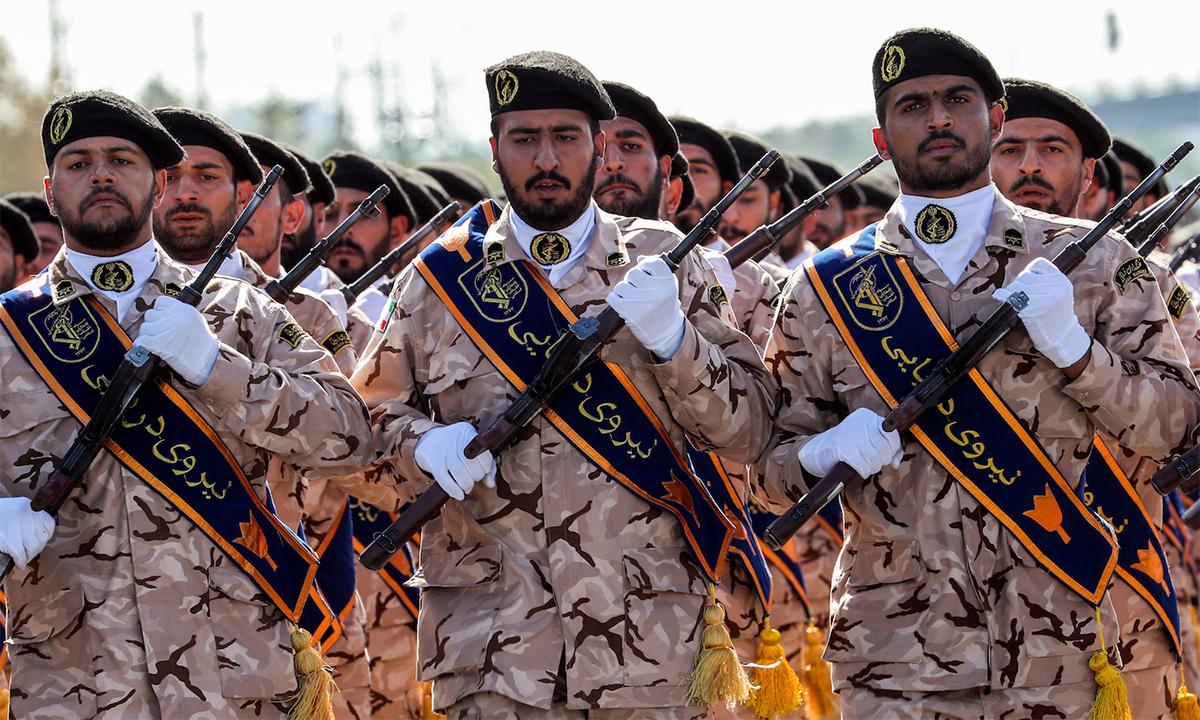 Binh sĩ Vệ binh Cách mạng hồi giáo Iran trong lễ duyệt binh tại thủ đô Tehran, tháng 9/2018. Ảnh: AFP.