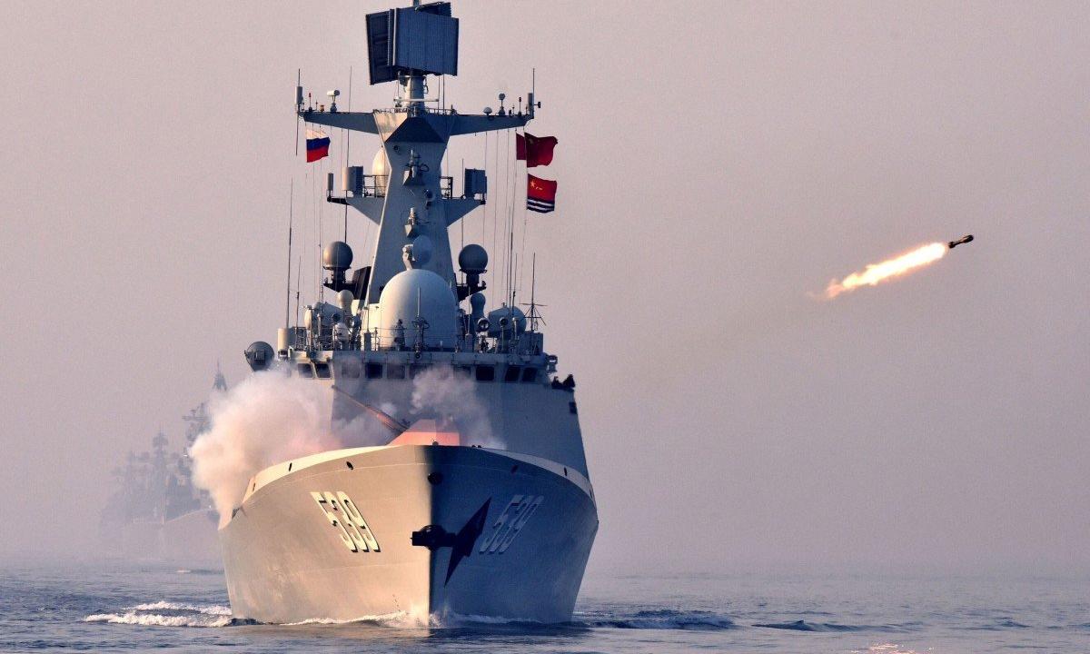 Hộ vệ hạm Vu Hồ của Trung Quốc phóng tên lửa trong diễn tập tại Thanh Đảo, tháng 4/2019. Ảnh: Xinhua.