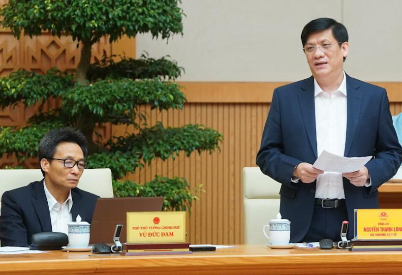 Bộ trưởng Y tế Nguyễn Thanh Long (bìa phải) phát biểu tại cuộc họp Thường trực Chính phủ, chiều 1/12. Ảnh: VGP