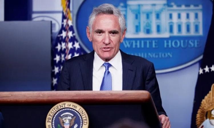 Tiến sĩ Scott Atlas tại một cuộc họp báo về Covid-19 tại Nhà Trắng hồi tháng 9. Ảnh: Reuters.