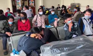 Gần 1.000 hành khách vạ vật ở ga Nha Trang