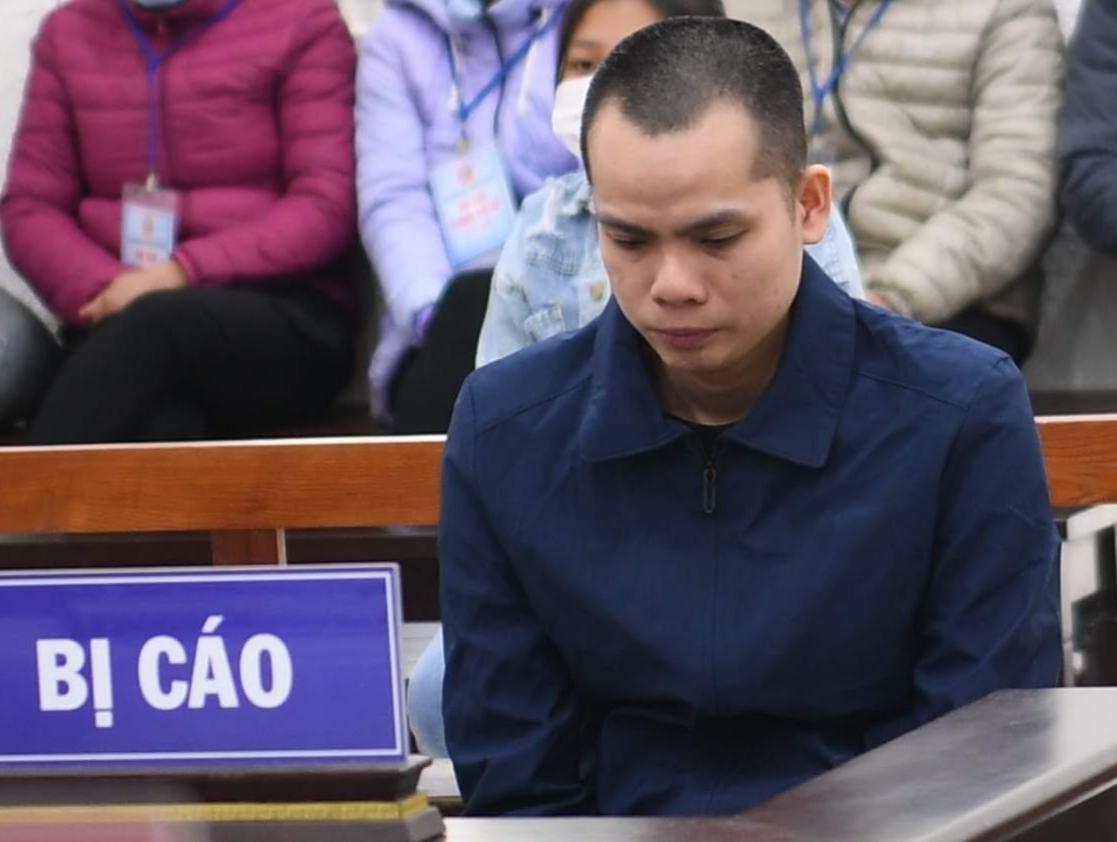 Bị cáo Phùng Văn Chiến taị phiên xét xử sáng 2/12. Ảnh: Thanh Vân