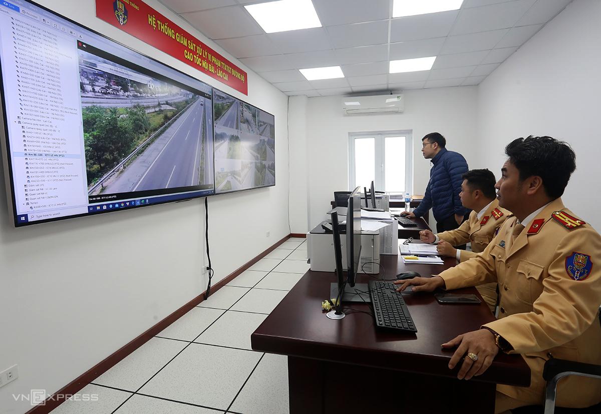 Trung tâm điều khiển hệ thống camera trên cao tốc Nội Bài-Lào Cai. Ảnh: Bá Đô