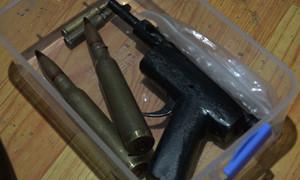 Kẻ ngáo đá tàng trữ súng trong nhà