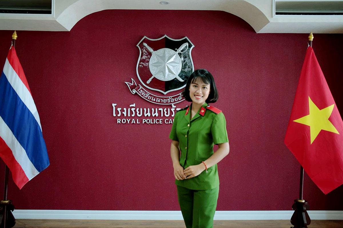 Thủy Tiên trong lần tham gia tập huấn tại Học viện Cảnh sát Hoàng gia Thái Lan năm 2017. Ảnh: Nhân vật cung cấp
