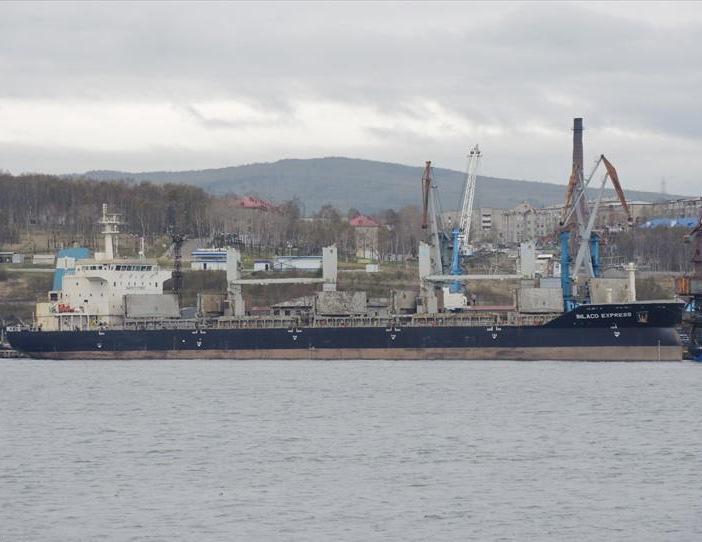 Tàu hàng Inlaco Express neo tại cảng Vanino, Nga, hồi tháng 5. Ảnh: Vessel Finder.